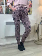 Load image into Gallery viewer, Animal star trousers - chichappensboutique