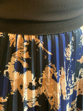 Load image into Gallery viewer, Midi Pleat Skirt in Navy/Camel Splash - chichappensboutique