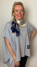 Load image into Gallery viewer, Square Chains Scarf - chichappensboutique