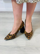 Load image into Gallery viewer, Leopard block heel shoes