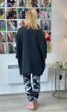Load image into Gallery viewer, Camo Star Zip Sweatshirt - chichappensboutique