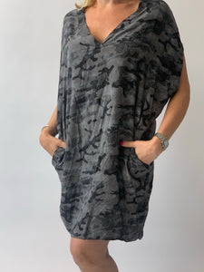 V-Neck Camo Tie Back Tunic in viscose - chichappensboutique