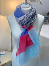 Load image into Gallery viewer, Sunshine scarf with animal (various colours) - chichappensboutique