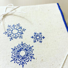Load image into Gallery viewer, Snowflakes Dinner Napkins