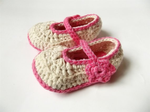 c4d122a3e7662 Baby girl hat and shoe set, crochet baby hat and booties, crochet baby gift  set.