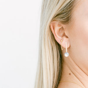 Minimal chain style earring. Timeless, everyday easy light earring.