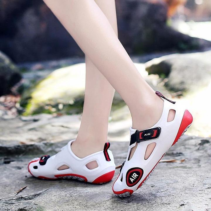 Women Shoes Individualized Hole Beach Sandals