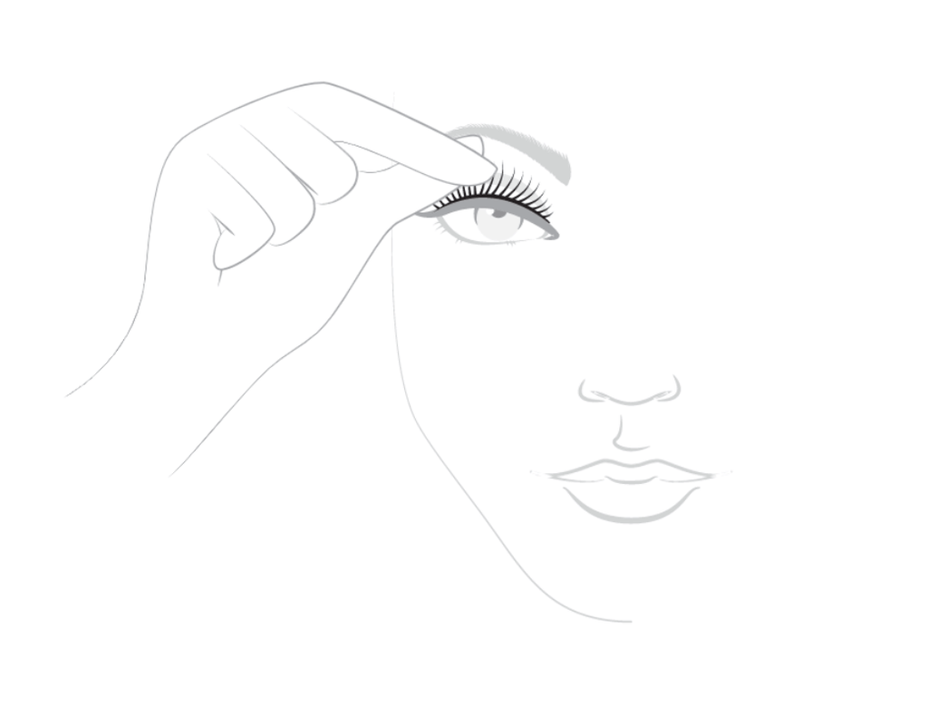 apply the eyelashes on the base of the natural lash line