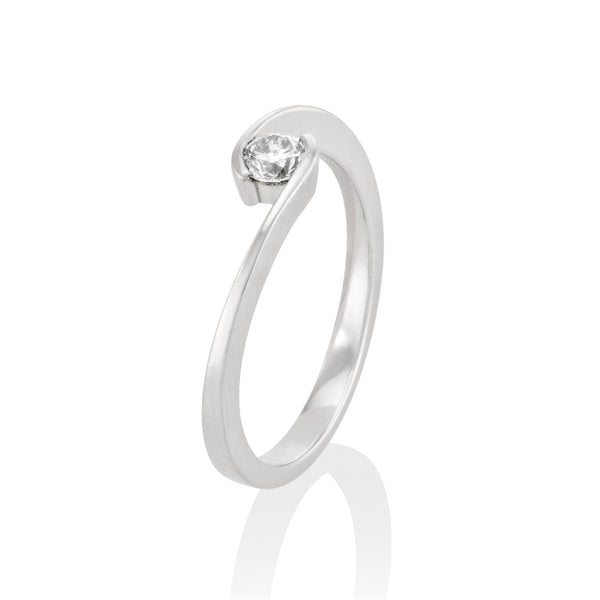 "Solitaire-Ring ""Umarmen"" mit 0,15ct. Diamant"