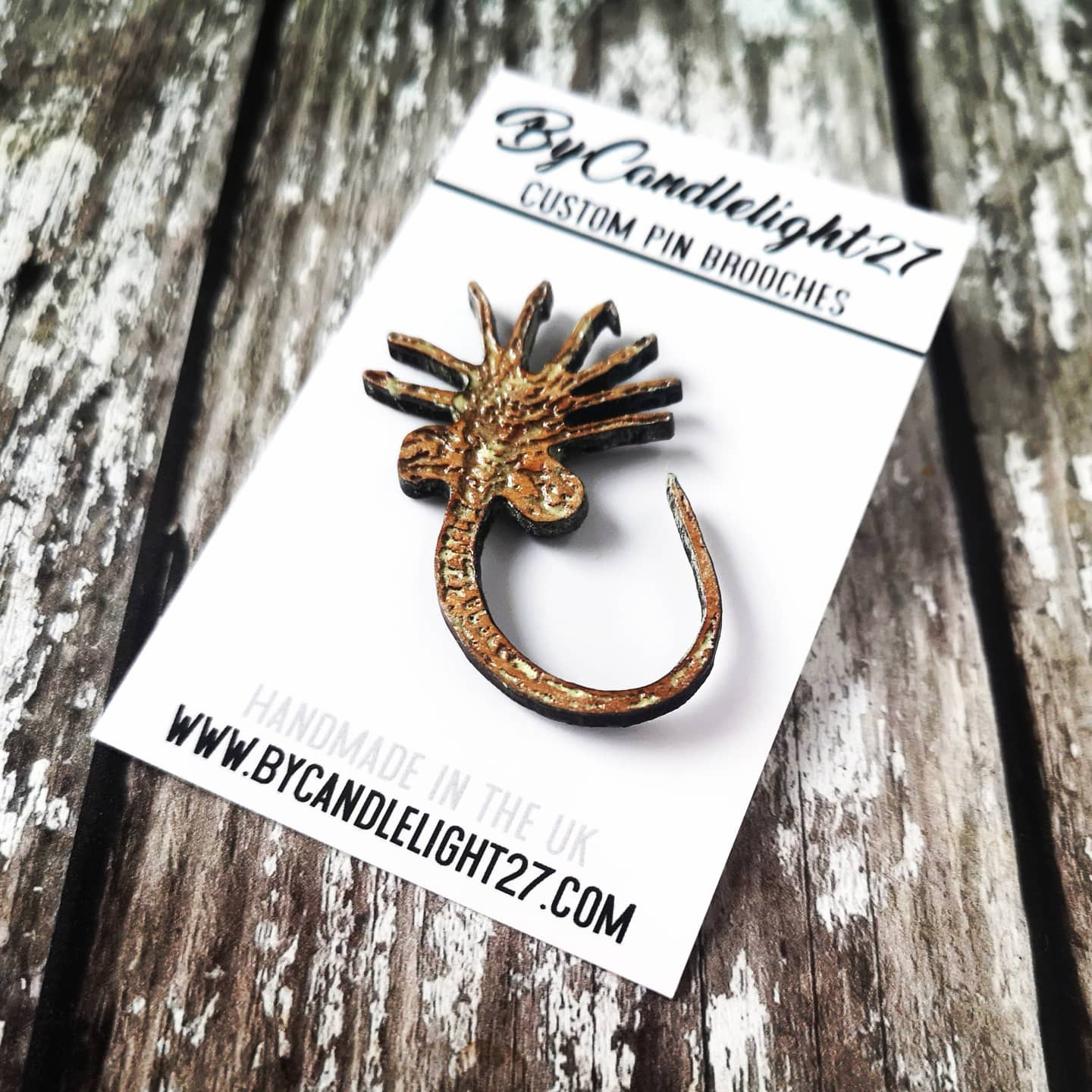 Facehugger Glow Aliens Horror Pin