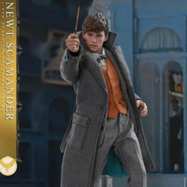 Hot Toys MMS512 Fantastic Beasts The Crimes of Grindelwald Newt Scamander 1/6 Scale Action Figure