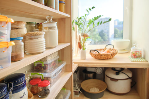 pantry-filled-with-food
