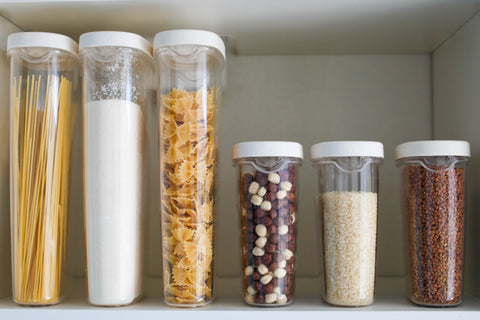 food-stored-in-transparent-plastic-containers