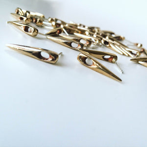 Needle Earring - bronze