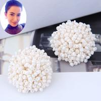 Load image into Gallery viewer, White Bead Cluster Stud Earring