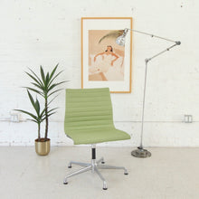 Load image into Gallery viewer, Avocado Swivel Office Chair