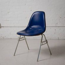 Load image into Gallery viewer, Authentic Blue Herman Miller Chair
