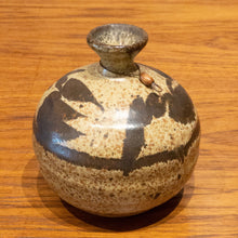 Load image into Gallery viewer, Studio Pottery Signed Roger B