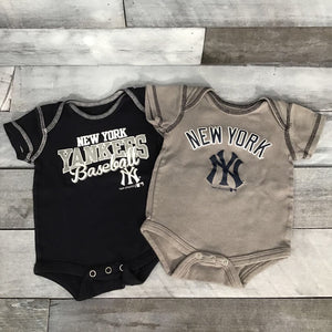 New York Yankees 2pc Bodysuits sz 0-3m