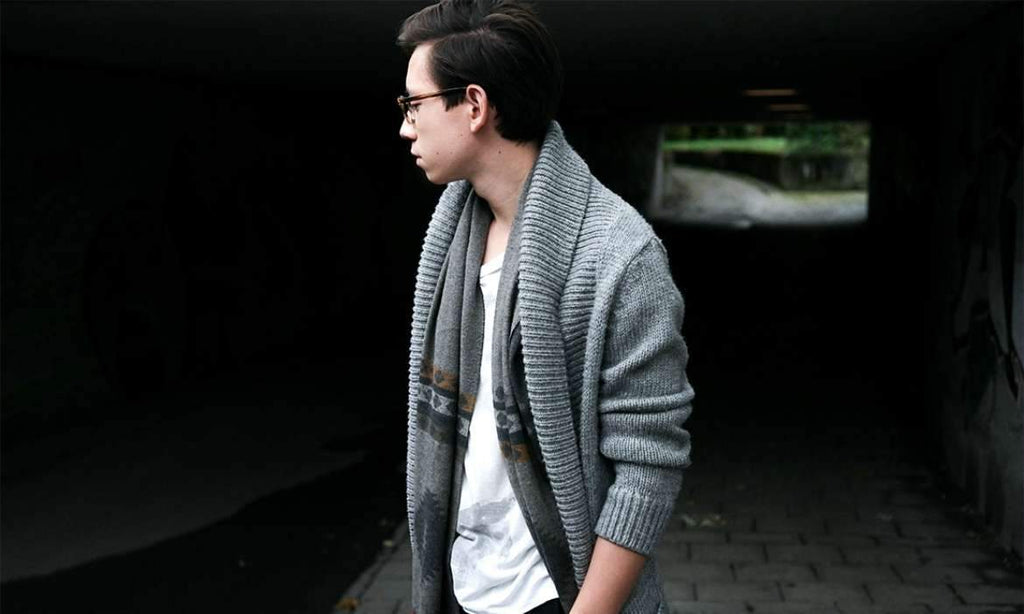 14c3855f691 How to wear a Cardigan