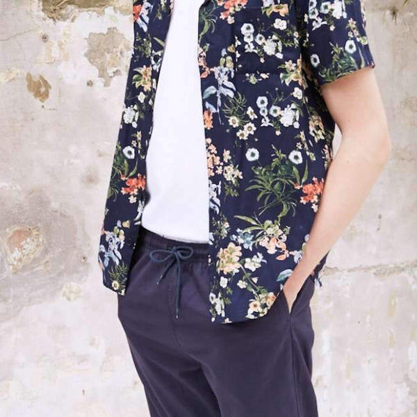 34f5fdcca6e 9 Ways to Wear Floral Prints this Summer
