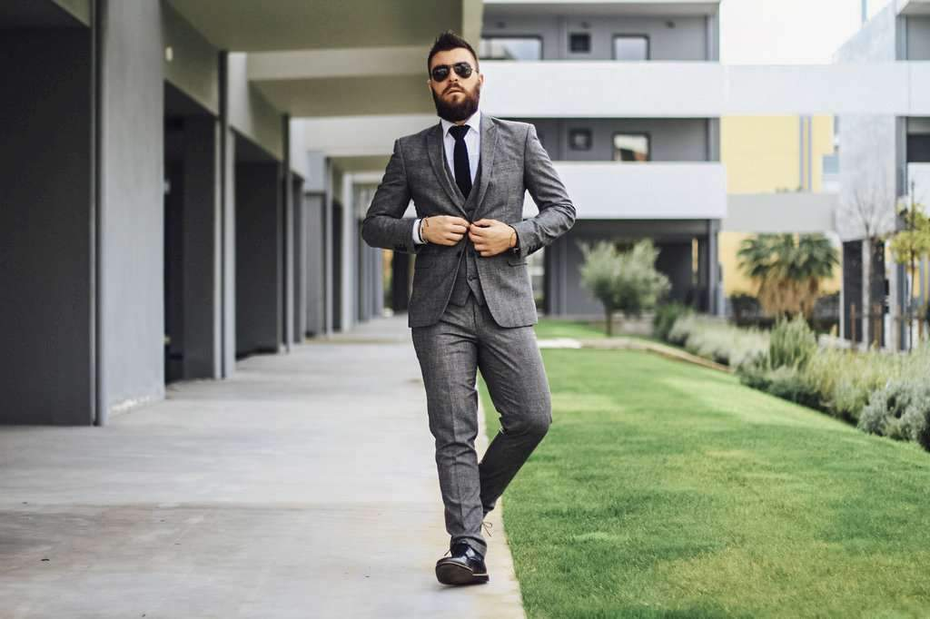 5 Top Tips on What to Wear with a Dark Grey Blazer