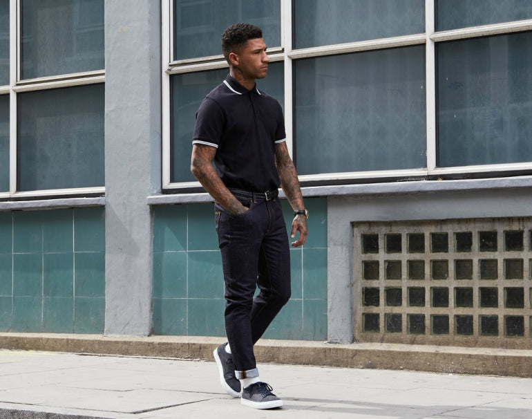 Black polo shirt with dark jeans and black trainers _85
