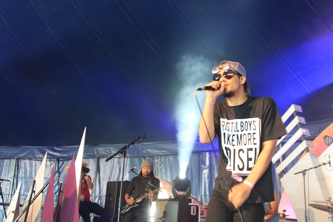 The award for best sunglasses of the weekend goes to Raleigh Ritchie
