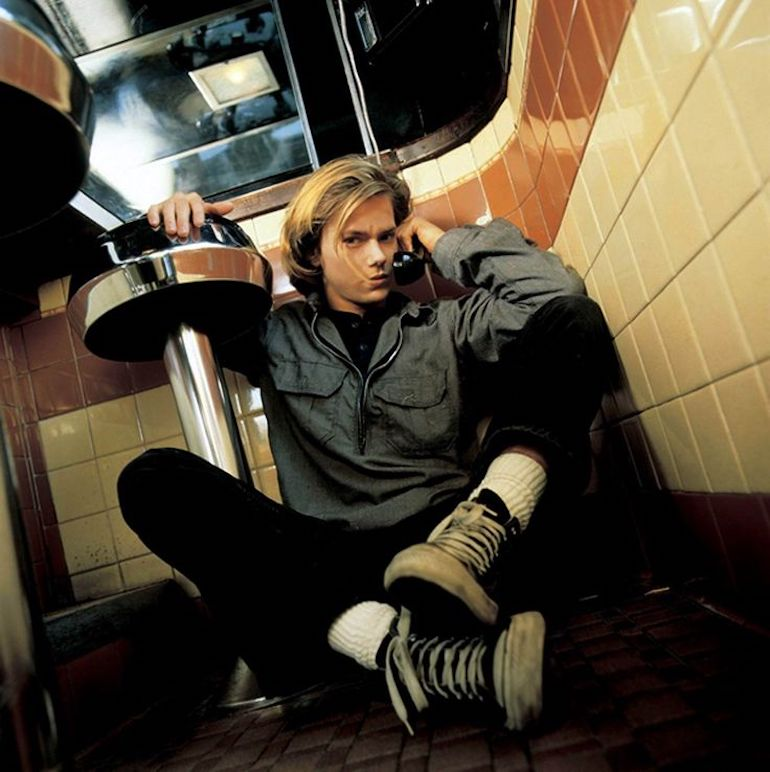 River Phoenix Grunge 90s Shoes Mens Style Black Converse
