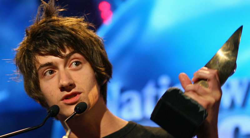 alex turner casual hairstyle messy mens