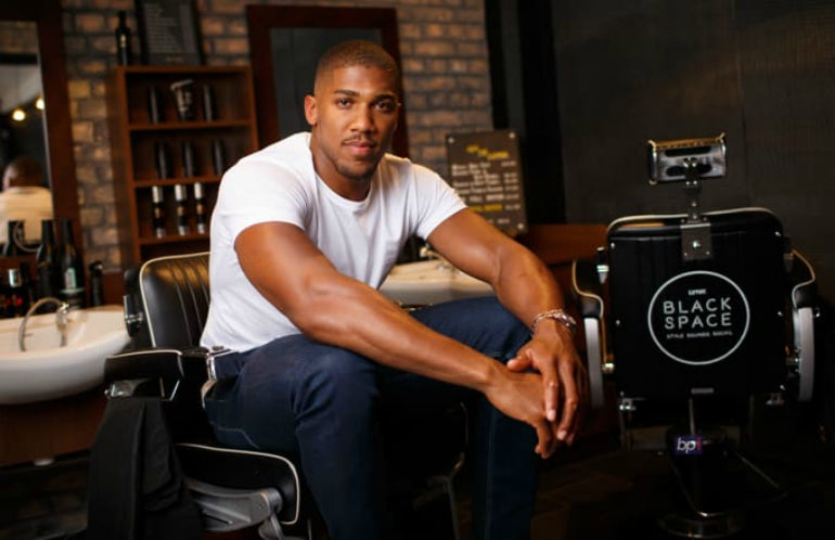 anthony joshua white t-shirt jeans mens street style