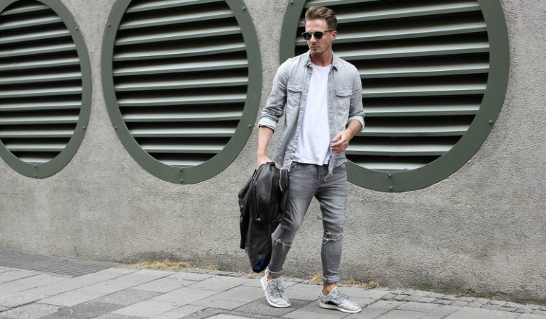 grey jeans grey trainers shirt mens street style