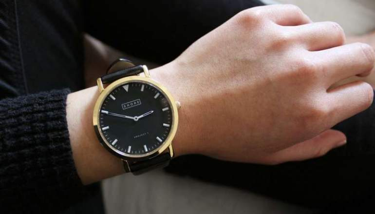 how to wear a gold watch black strap men