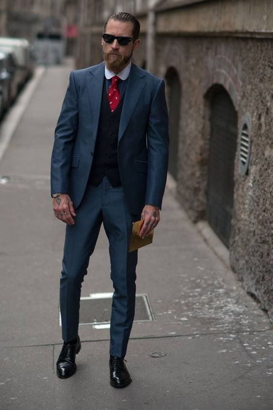 how to wear a grey suit with a black waistcoat, man plain grey suit black waistcoat