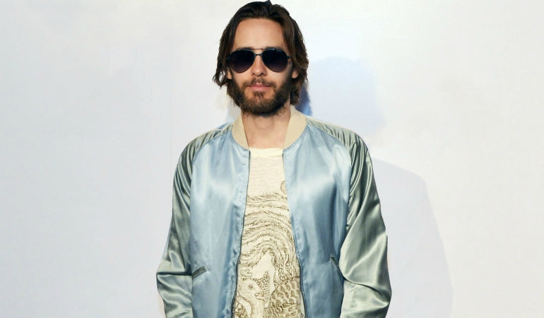 jared leto bomber jacket t-shirt aviator sun glasses mens street style
