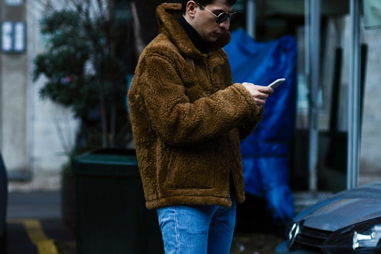mens-shearling-jacket-brown-fluffy-street-style