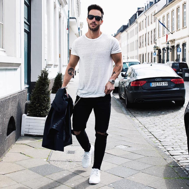 mens white t-shirt black jeans white trainers-min