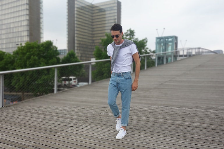 mens white t-shirt grey jumper blue jeans white converse street style