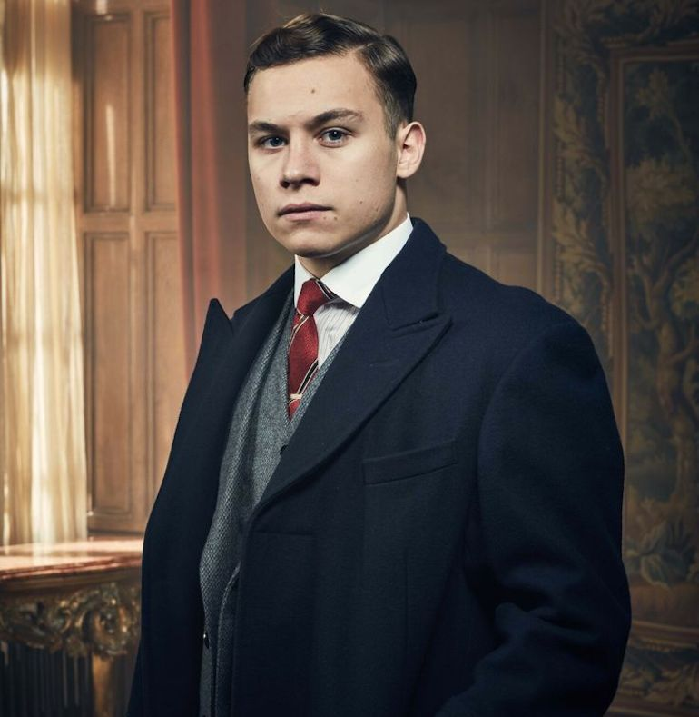 peaky-blinders-hairstyle-michael-gray-grooming-inspiration-mens-fashion