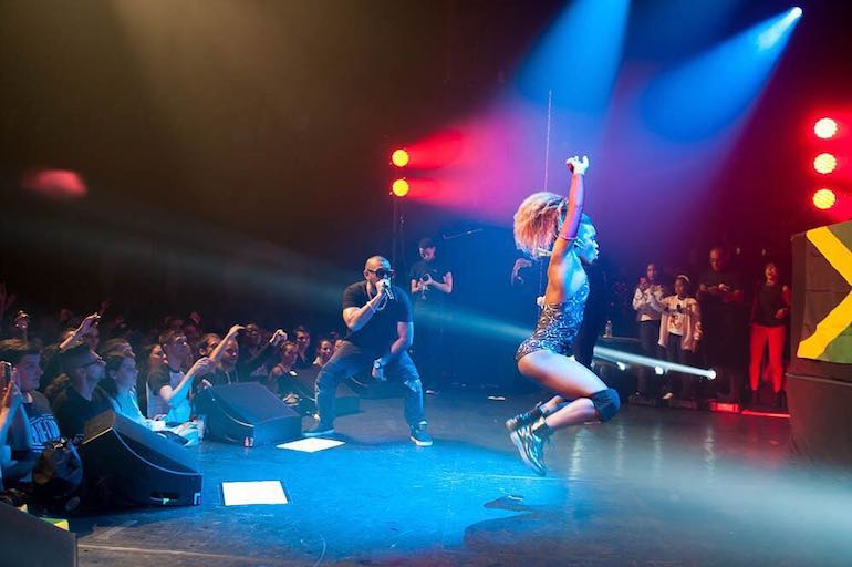 sean paul on stage with dancer
