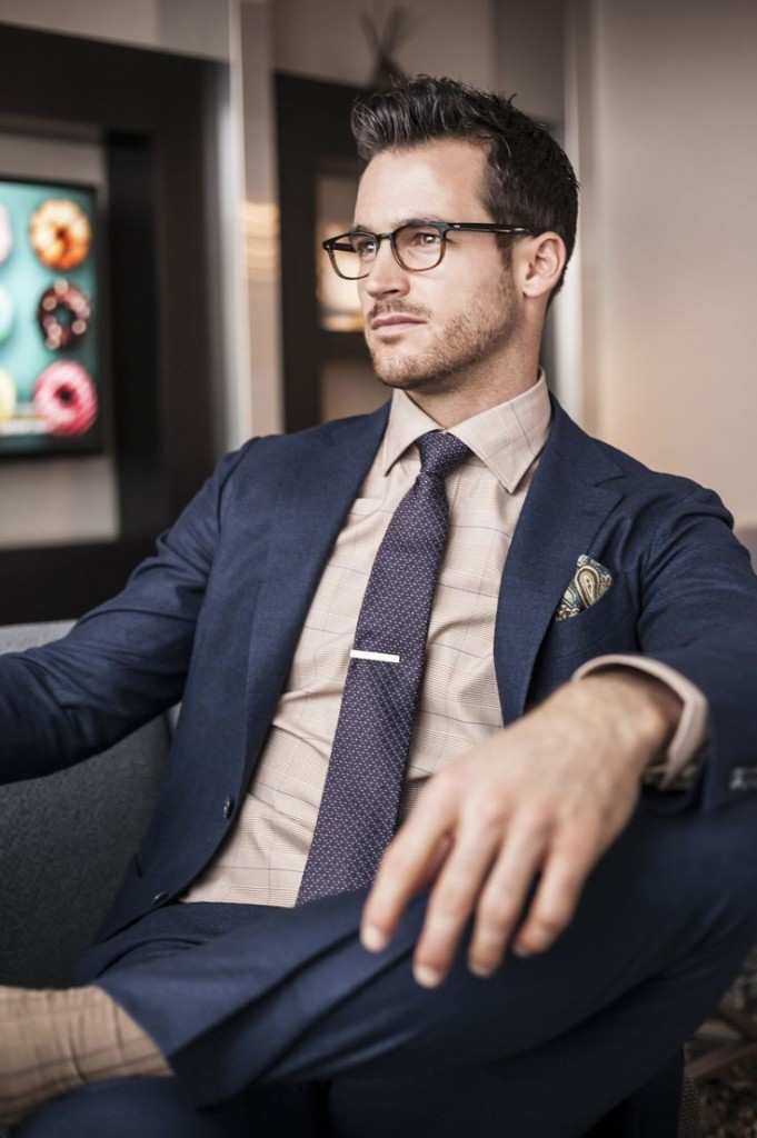 tie-clip-suit-man-glasses