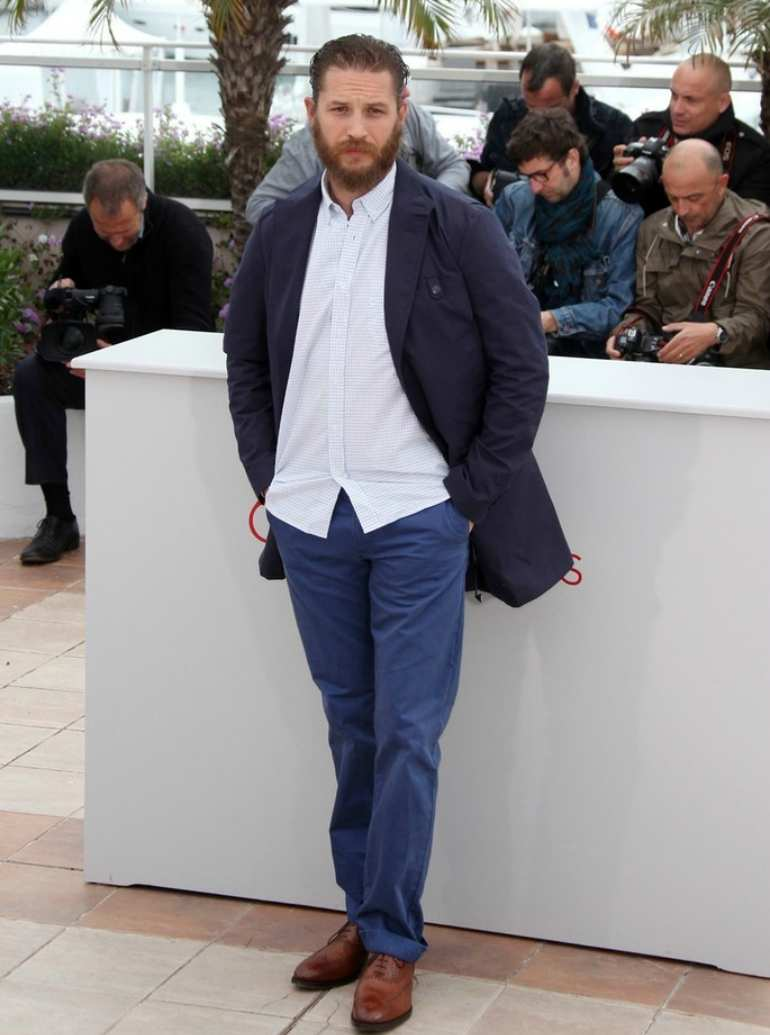 tom hardy white shirt blue chinos brown brogues mens street style