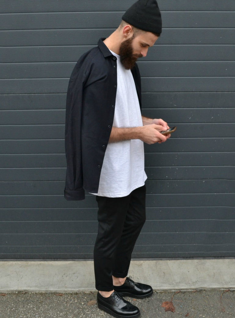 alkurus wear a white t-shirt black trousers black brogues mens street style
