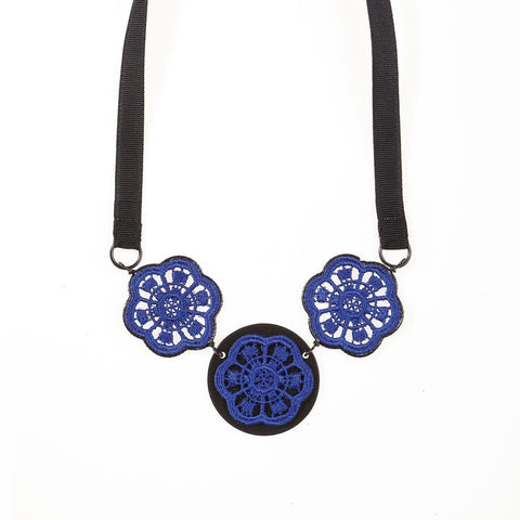 Triplet Lace Daisies Necklace