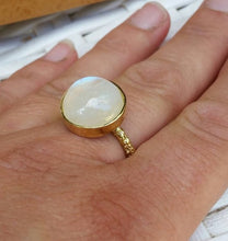 Load image into Gallery viewer, Moonstone Gold Ring