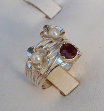 Load image into Gallery viewer, Flowers Silver Ring