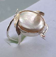 Load image into Gallery viewer, Mother Of Pearl Silver Ring