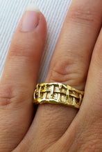 Load image into Gallery viewer, Gold Unisex Wedding Band