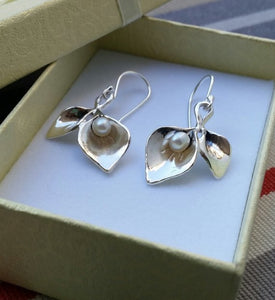 Calla Lily Silver Pearl Earrings