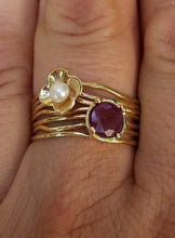 Load image into Gallery viewer, Ruby Pearl Gold Ring